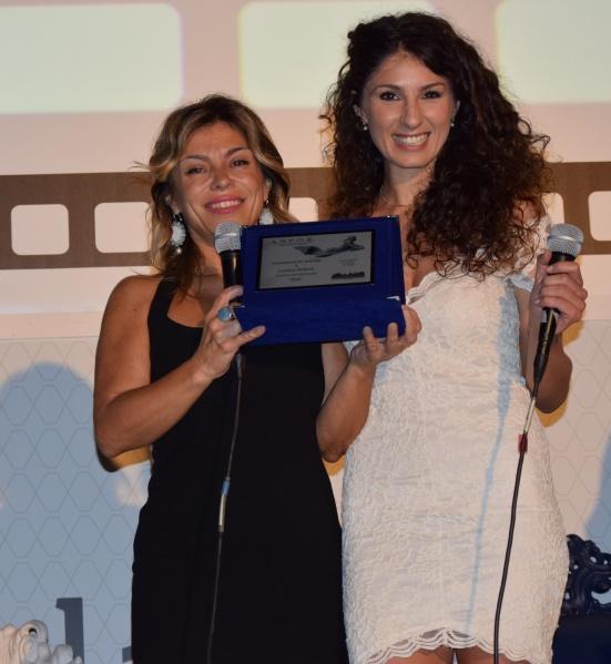 Ester Vinci premia Lorella Ridenti. PREMIO ANPOE