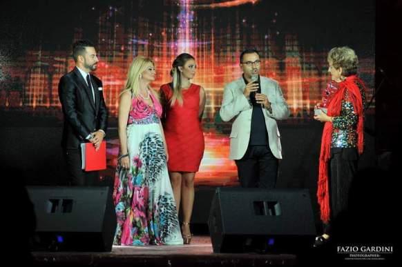 Un momento delle premiazioni sul palco con l'autorita comunale presente alla serata