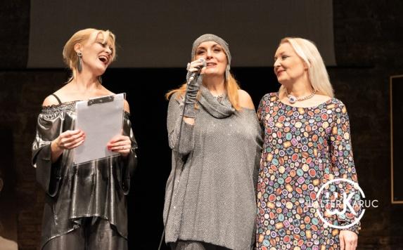 Da sx Erika Gottardi, Tiziana Amorosi d'Adda, Barbara Simona Gottardi indossano creazioni Paola T. Moda di Paola Tienforti